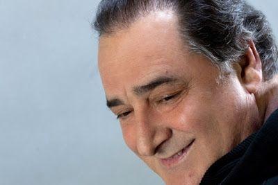 NYXTOΣΚΟΠΙΟ: Βασίλης Καρράς 40 χρόνια : Δύο μοναδικές συναυλίες... http://nuxtoskopio.blogspot.gr/2017/05/40.html