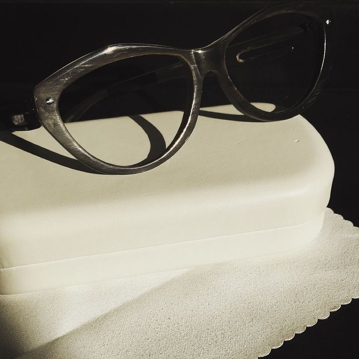 #luxuryeyewear #madeinfrance #faitmain #SaintMartinDeLondres #lunettessurmesures #horneyewear #femmesdecaractère