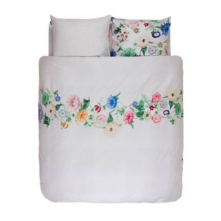Dit Essenza Nore dekbedovertrek is voorzien van een elegant dessin en geeft de slaapkamer een chique uitstraling. Met bloemenprint!