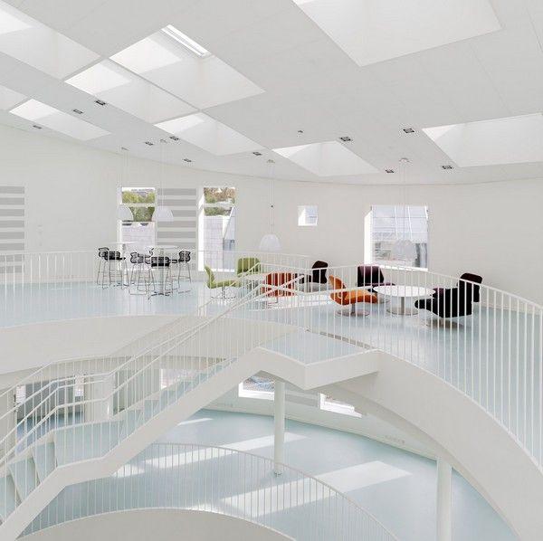 Het Greenlight House is ons tweede VELUX Model Home waarin we klimaatneutral gebouwen creëren met aandacht voor het binnenklimaat. Het zijn de gebouwen van de toekomst waarin daglicht en ventilatie centraal staan. Doe meer inspiratie op via www.velux.nl #VELUX