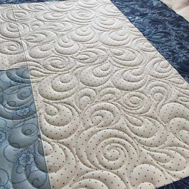 Working on quilt number 2 for today. Going with an all over paisley swirl freehand design. Pieced by my friend Abbi. Double cotton batting rules!! #orchidowlquilts #battgirls #doublebatting #innovalongarm #innovaquilting #customquilting #quiltingtexture