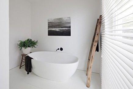 Witte rustieke badkamer