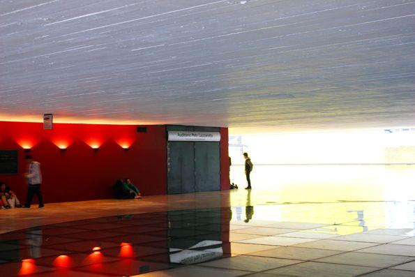 embaixo-do-olho-MON-Museu-Oscar-Niemeyer-Curitba