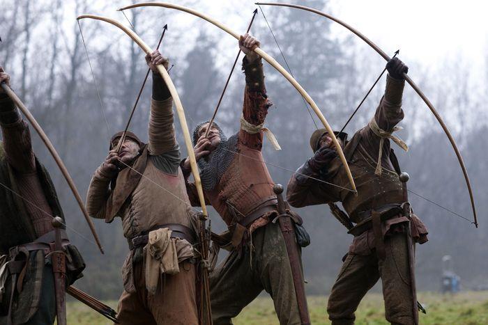 arceri inglesi medioevali con il longbow