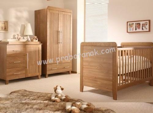 Kamar Bayi Set Kayu Jati Minimalis warnanaturalinimelihat di era sekarang demi memanjakan dan safety kepada bayi bunda dalam tidurnya, melihat bahwa