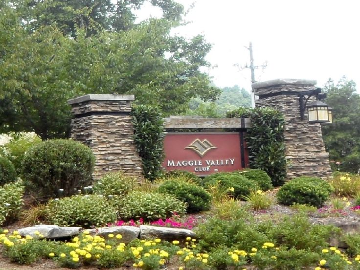 MV Country Club, EZ Paved Access, A/C, Hot Tub, Fireplace