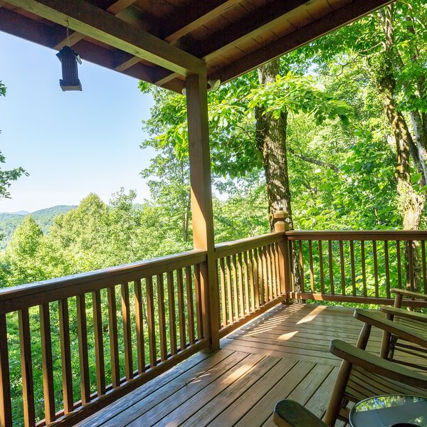 Dogfriendly cabin w/ furnished deck, private hot tub