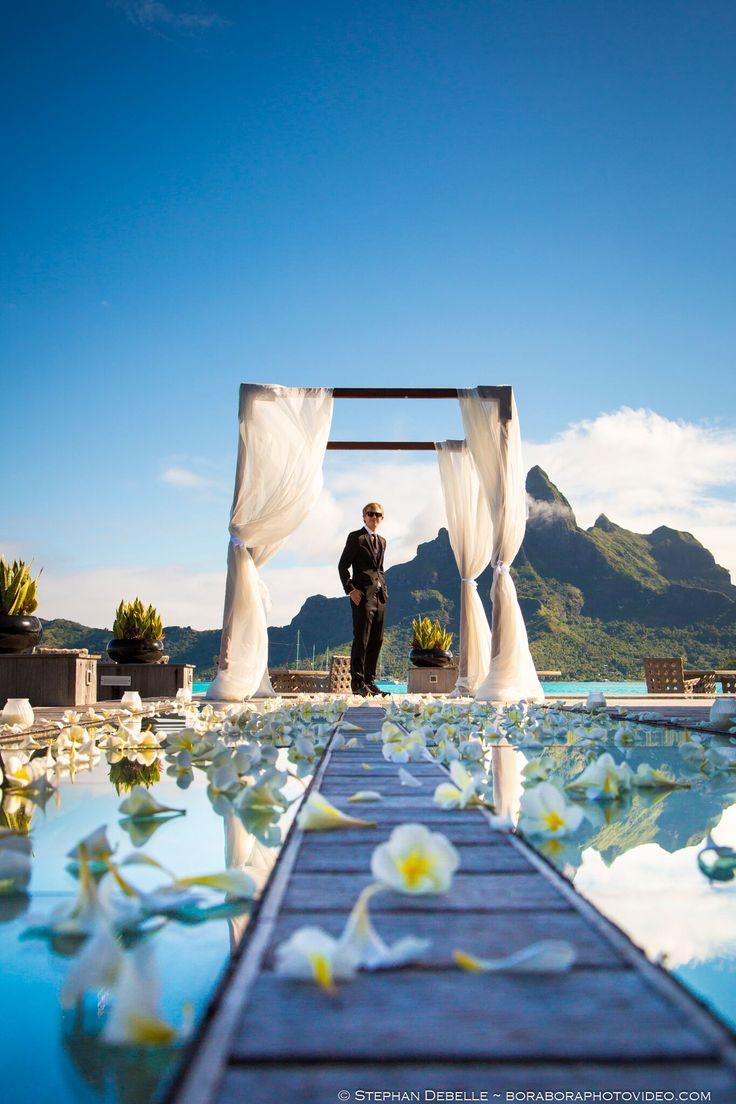 Photo By Boraboraphotovideo Com Of A Wedding Held At St Regis Bora Bora So Beautiful Feel A