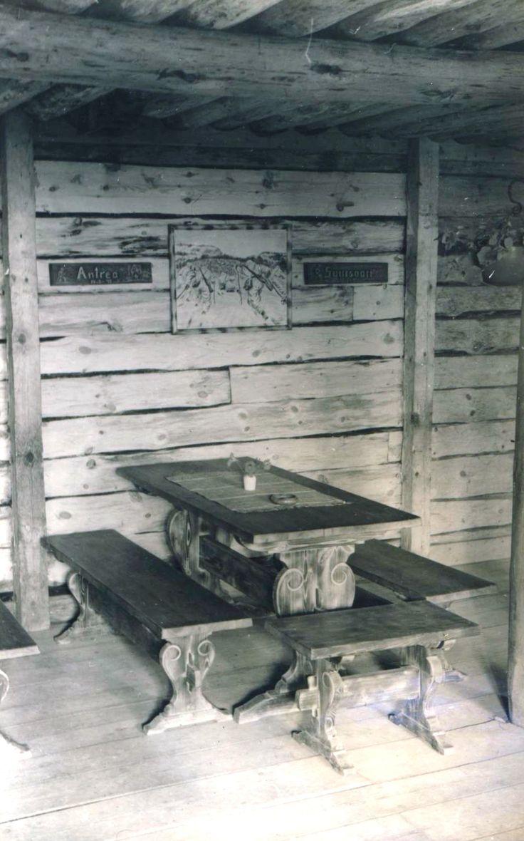 Lottakanttiini Häme-Kannas / Viihtyisin lottakanttiini kilpailun kuvasatoa vuodelta 1944.  #lottamuseo#lottasvard#lottakanttiini#sisustus