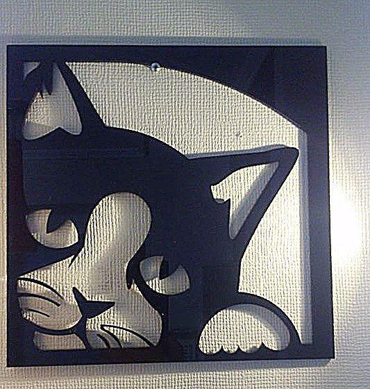 caja de gato en acrílico negro cortado con láser