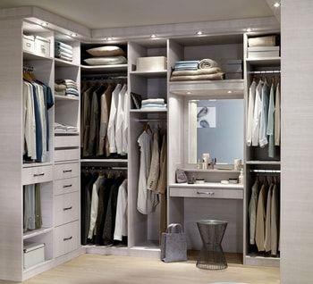 Vous disposez d'une petite pièce ou d'un coin de chambre pour y aménager un dressing en angle? Suivez nos conseils pour l'optimiser au maximum et bien utiliser tout l'espace alloué.