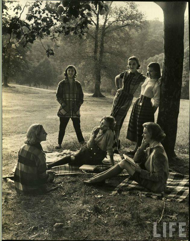 """Fotoğraf: Nina Leen - """"Üniversiteli kızlar"""" (LIFE, 1950)"""