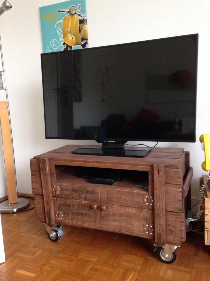 Rustic Pallet TV Stand On Wheels   99 Pallets