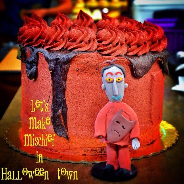 O Lock ήταν ο υποτιθέμενος αρχηγός απο τους 3 ακόλουθους του Oogie Boogie! Πάντα ντυμένος στα κόκκινα τον μεταμορφώσαμε σε κέικ σοκολάτας υγείας με γεύση φράουλα γεμιστό με κρέμα τυρί, φυστικοβούτυρο και μπισκότο.
