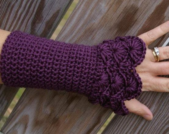 Arm+Warmers+Crochet+Pattern | Pattern for Crocheted arm warmers with beautiful shell detailing.