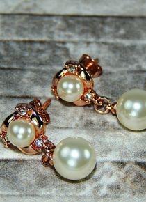 Aros con perlas posadas