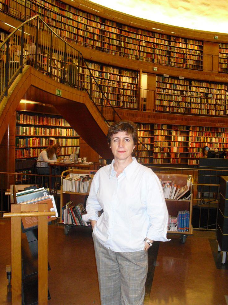 Biblioteca Pública de Estocolmo (2009) http://es.wikiarquitectura.com/index.php/Biblioteca_P%C3%BAblica_de_Estocolmo