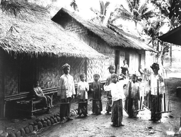 Sundanese Angklung. 1920
