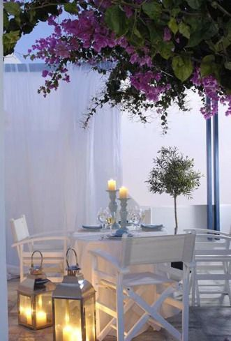 Romantic alfresco dining