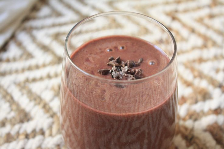 The Heart Chakra Smoothie: raspberry, rose and raw cacao. Heart opening and healing, libido boosting love tonic. healthydelicious.ca