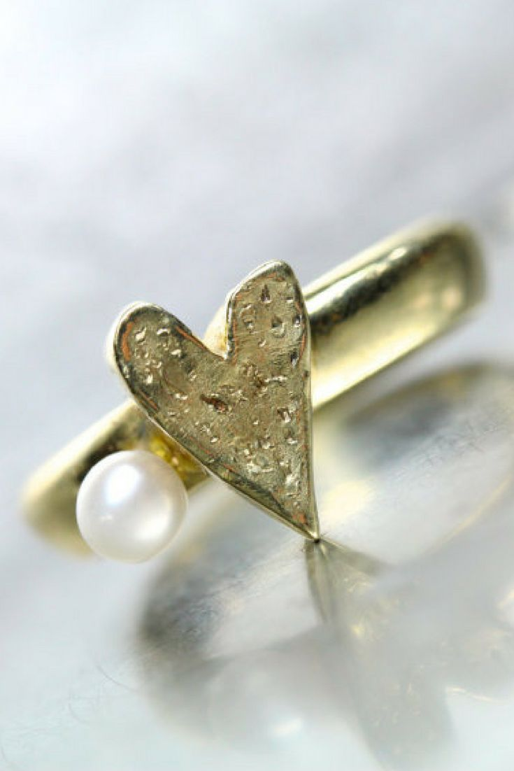 Gorgeous Textured Gold Heart and Pearl Ring | Engagement Ring | Valentine's Gift | Alternative Engagement | Gift Ideas | Ring | Jewelry | Gold | Heart | Pearl | Wedding | ad | #valentine #giftideas #engagement #ring #jewelry #wedding #gold #pearl #bridal