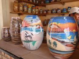 O Artesanato com areia colorida, é a técnica manual de fazer paisagens ou qualquer outra imagem usando areia colorida dentro de potes, garr...