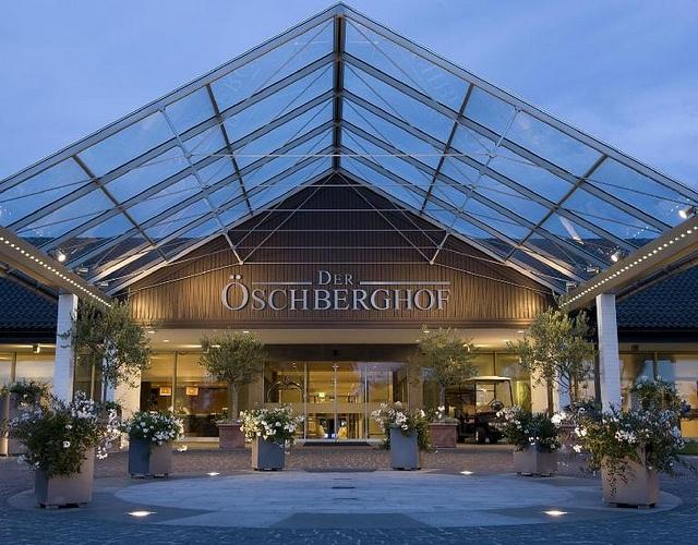 Der Öschberghof zählt zu den führenden Resort Hotels in Deutschland und wurde 1970 von Karl Albrecht dem Gründer von Aldi-Süd erbaut. Urlaub, Beauty, Fitness, Spa und Wellness auf 2500 qm sowie Golf direkt ab Hotel in reizvoller Landschaft zwischen Schwarzwald, Schweiz und Bodensee (Baden-Württemberg, Deutschland) gelegen – das ist der Öschberghof. www.oeschberghof.com