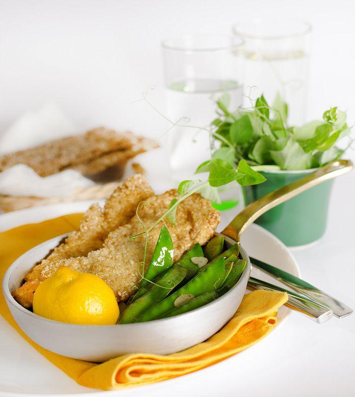 Куриный шницель в кунжуте с молодым горошком Sesame Chicken Schnitzel And Lemony Sugar Snap Peas