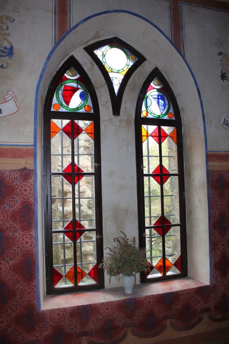 Vitrážová segmentová okna www.hrad-valdstejn.cz/