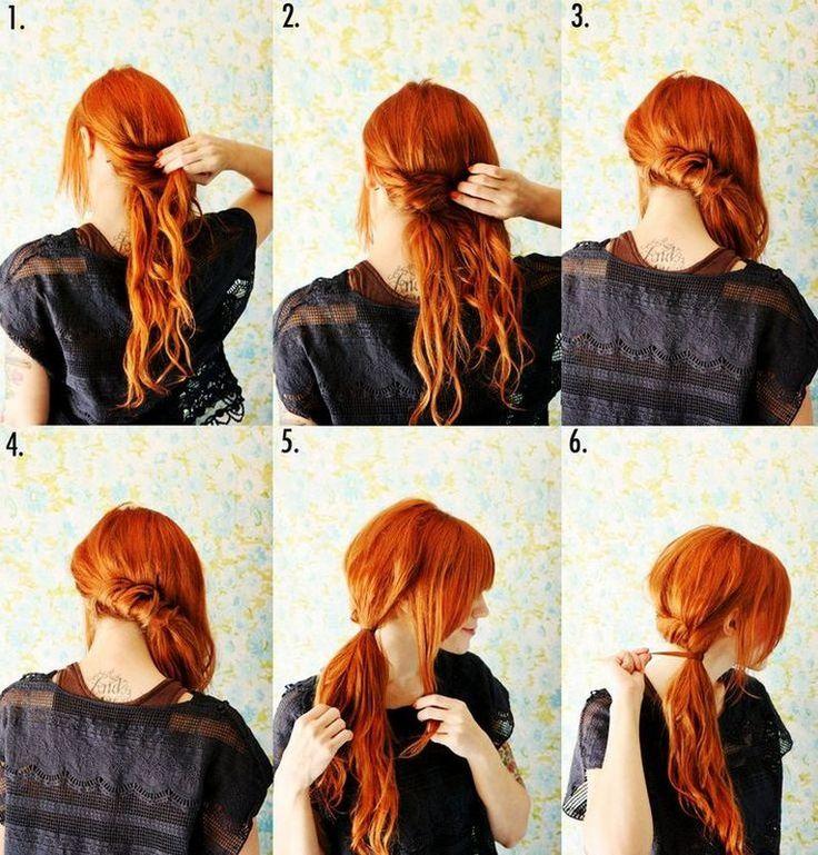Attorcigliate i capelli portandoli tutti da un lato, fissateli sulla nuca con delle forcine e poi realizzate la coda di cavallo laterale con un elastico che poi andrete a coprire con una piccola ciocca di capelli.