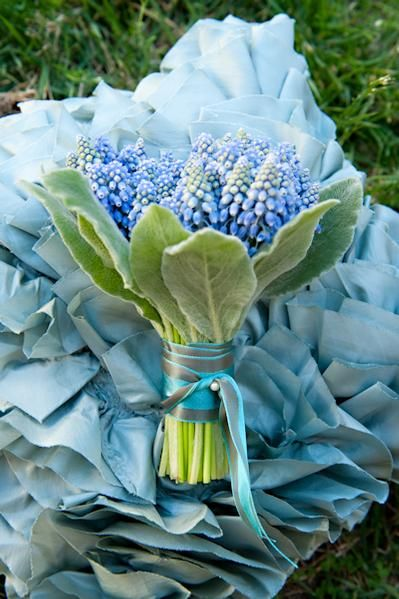 Springbouquet blue muscari - Frühlingsstrauß blaue Traubenhyazintzen