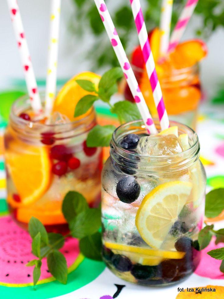 Smaczna Pyza: Dla ochłody. Woda z lodem i owocami.