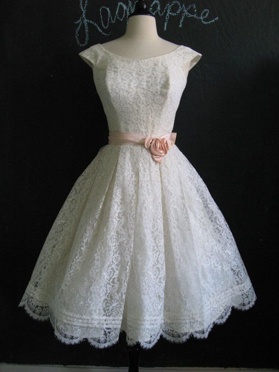 ~Vintage 1950s White and Pink Chantilly Lace Full Skirt Party Dress~