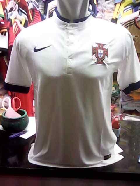 Jual Jersey/Kaos Portugal Away Piala Dunia 2014 Terbaru Murah - Kami menawarkan kepada anda kostum away terbaru Timnas Portugal dengan harga murah dan terjangkau. Kualitas dari jersey ini adalah Grade Original 99% mirip dengan jersey aslinya. Bah