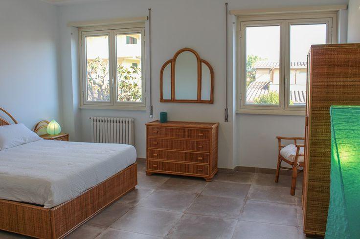 La Suite Turchese è pensata per accogliere fino a quattro ospiti, disponendo di un letto matrimoniale e due letti singoli. Visti i suoi ampi spazi e il delizioso affaccio sul giardino, questa Suite è la soluzione perfetta per le famiglie che vogliono trascorrere un tranquillo soggiorno in compagnia dei loro bambini. È arredata con mobili di legno e di bambù e dispone di un comodo e accessoriato bagno privato con doppio lavandino.  #MaisonTizi #lovelysuite #suite #guesthouse #guesthouserome…