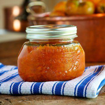 Mermelada de zanahoria  2 zanahorias   4 tazas de azúcar blanco  3 limones y 2 naranjas  Rallar las zanahorias, en una cacerola con agua suficiente para cubrir; Hierva a fuego lento durante 15 a 20 minutos, o hasta que estén tiernos. Escurra el exceso de agua. Añadir el azúcar el  jugo de limón y naranja. Revuelva lentamente   Hierva a fuego lento, revolviendo con frecuencia, durante 45 minutos o hasta que esté espeso y brillante.  Coloque la mezcla en frascos esterilizados y fríos.
