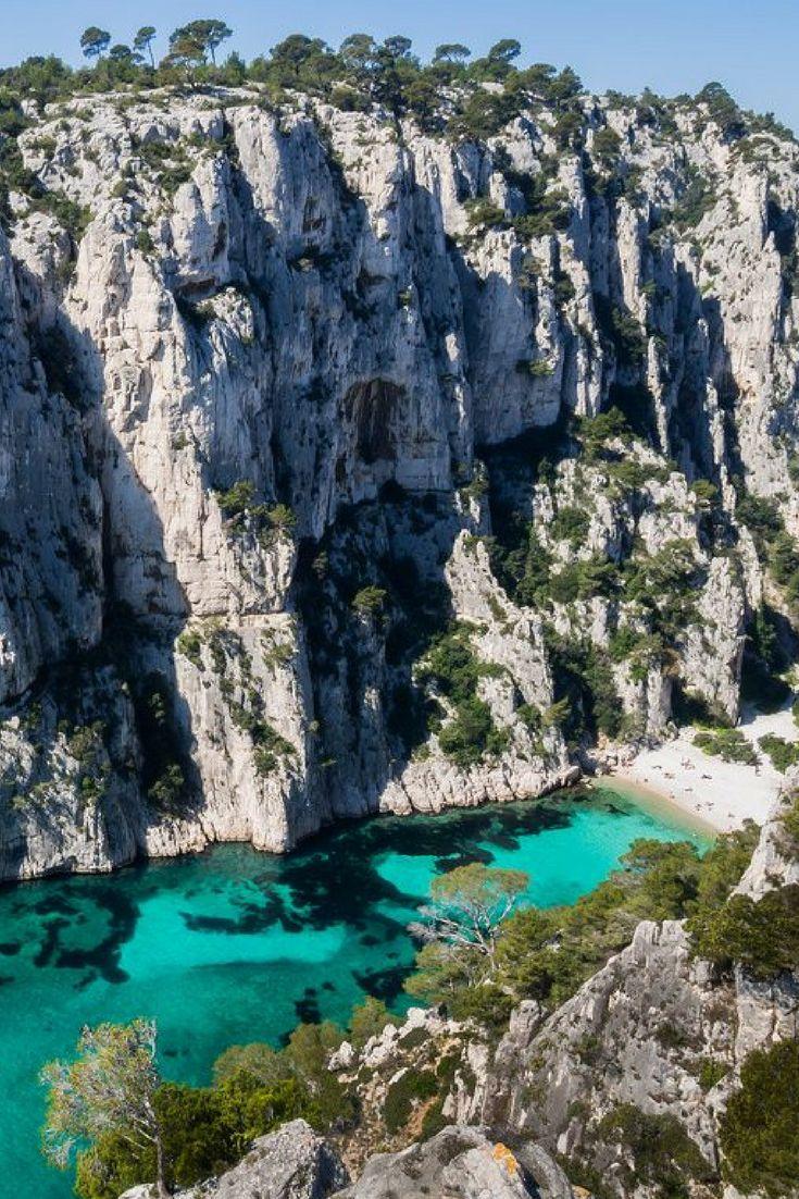 Strand met kliffen bij Cassis en Mareille, zwemmen in de Calanque d'en Vau, Provence, Frankrijk