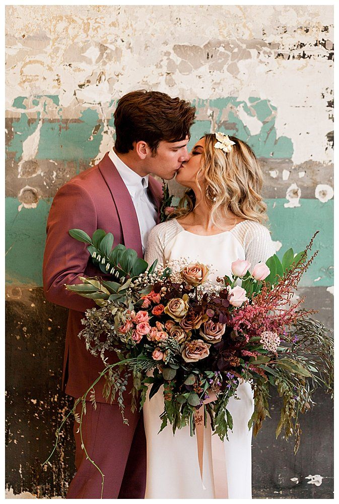 Retro Glam and Modern Vibe Perfectly in this Pittsburgh Wedding Shoot - Love Inc. Mag