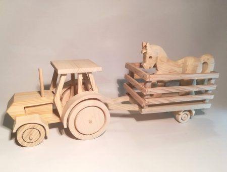 Traktor s vozom a koníkom