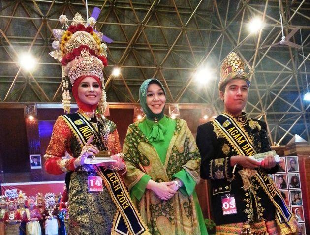 AKHIRNYA pasangan Fahmi Risnaldi (Agam) dan Nabilla Khaira Azhar (Inong) terpilih sebagai Duta Wisata Kota Banda Aceh 2013 yang diumumkan pada malam penobatan Duta Wisata Banda Aceh di Anjong Mon Mata, Jumat (26/4) semalam.