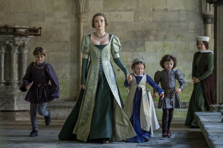 http://www.farfarawaysite.com/section/whitequeen/gallery2/gallery6/hires/7.jpg