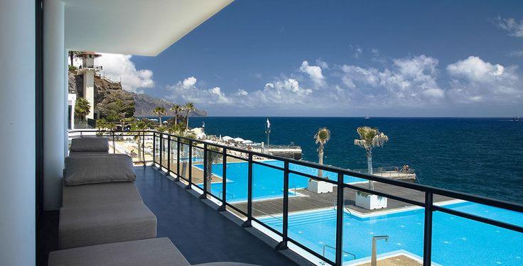 Madère - 680 les 7 nuits en demi pension donc 1300 pour deux, avec le vol de Paris  Hotel très bien noté même si un peu « business » : https://www.tripadvisor.fr/Hotel_Review-g189167-d229436-Reviews-Vidamar_Resort_Madeira-Funchal_Madeira_Madeira_Islands.html -