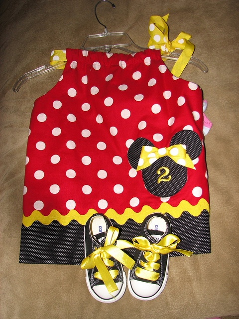 Minnie Mouse Pillowcase Dress with Converse & 100 best Sewing-Minnie and other characters images on Pinterest ... pillowsntoast.com
