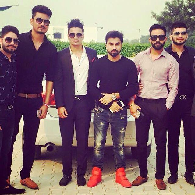 Dilpreet Dhillon With The Desi Crew