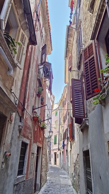 This looks just like the pathway where I heard cello music coming from one of the windows. Magic in Piran, Slovenia.