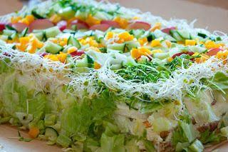 Vegetarisk Smörgåstårta - http://www.mytaste.se/r/vegetarisk-sm%C3%B6rg%C3%A5st%C3%A5rta-501218.html