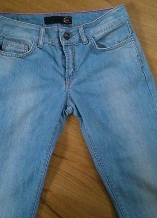 Kaufe meinen Artikel bei #Kleiderkreisel http://www.kleiderkreisel.de/damenmode/jeans/142378012-helle-jeans-von-cavalli