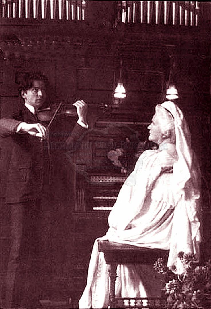 Regina Elisabeta a României, cunoscută și sub numele de Carmen Sylva, și George Enescu. 1899