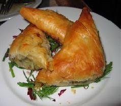 Turkse borek. Dit is de Turkse variant van een gerecht wat rond de Middellandse Zee overal wordt gegeten.