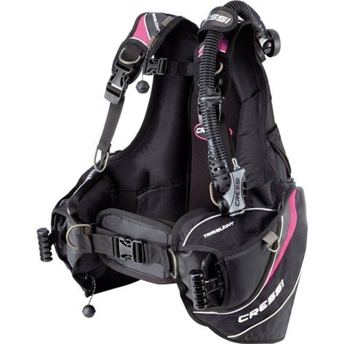 Scuba BCD reviews: Find out what's the best scuba BCD in 2016 that fits your needs best with this quick and easy buyer's guide.